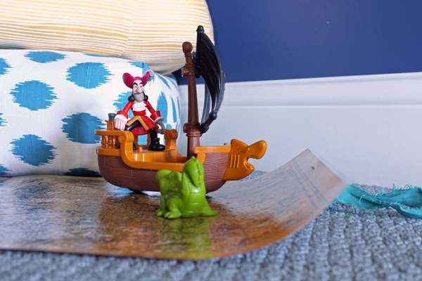 Play Roll-up Pirate Treasure Map