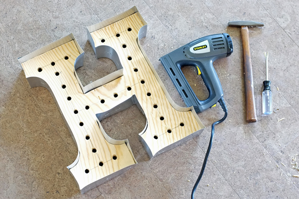 DIY-marquee-letter-plywood-and-aluminum