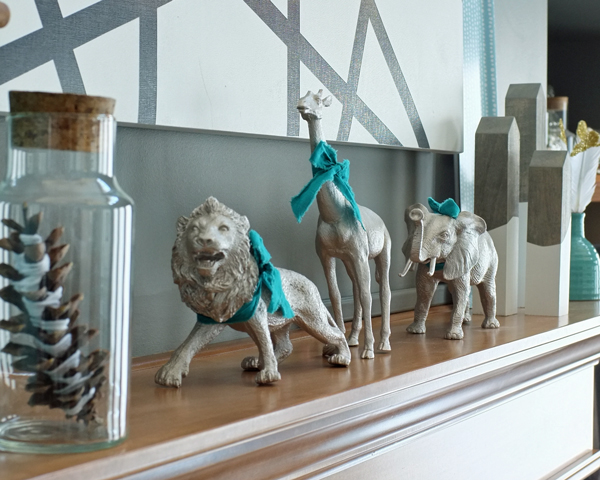 Love these festive gilded plastic animals for holiday decor | tealandlime.com