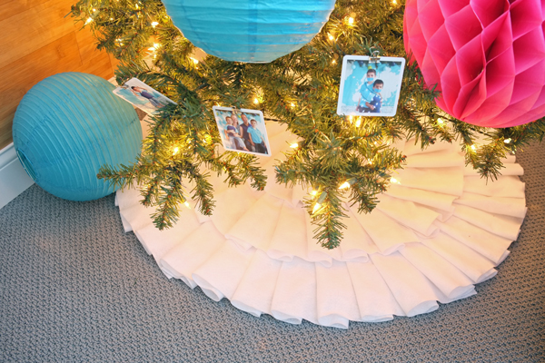 Gorgeous white felt ruffle tree skirt | tealandlime.com