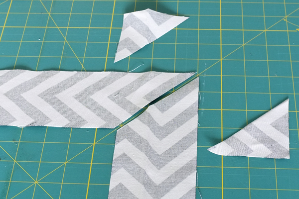 DIY-herringbone-mirror-cutting-miter-corners