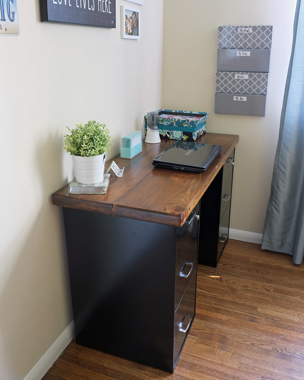 an-inviting-home-bloggin-desk