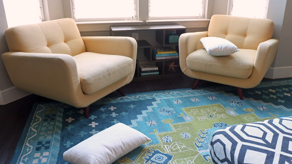 Messy living room throw pillows